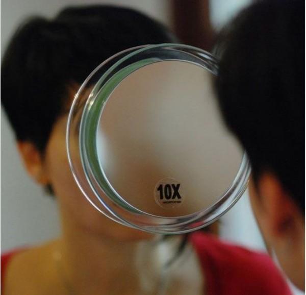 Runder 10-fach Kosmetik-Spiegel Ø 23cm mit verschiedenen Vergrößerung und Saugnäpfen
